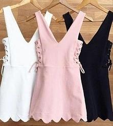 Sukienka ze sznurowaniem