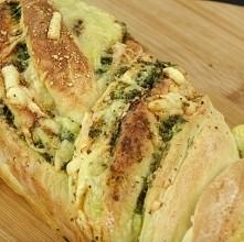 domowy chleb czosnkowy