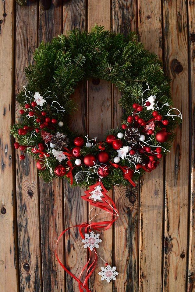 Świąteczne wianki na drzwi od Dziedzicka Dekoracje