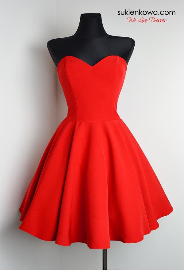 Czerwona gorsetowa klasyczna sukienka