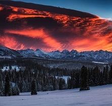 Armagedon nad Tatrami... Niesamowite zdjęcie. Natura jest niesamowita :)