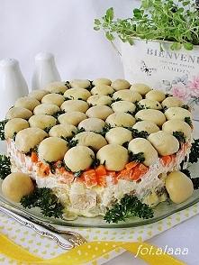 Sałatka leśna polana Składniki: 1 duży słoik marynowanych pieczarek 3 jajka 3...