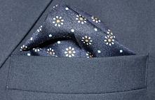 Poszetka jako dopełnienie eleganckiego garnituru od MMER.