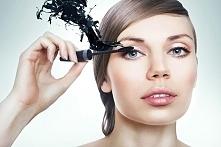 Idealny makijaż oczu – kruczoczarne, gęste rzęsy