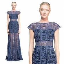 Odważna, siateczkowa suknia...