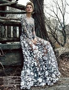 prześliczna suknia *o* któr...