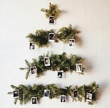Goście na pewno będą zachwyceni taką świąteczną ozdobą na ścianie.