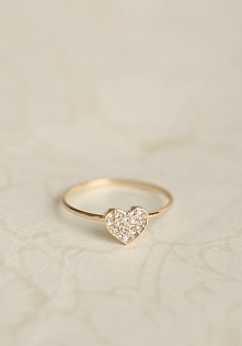 Delikatny pierścionek jako ...