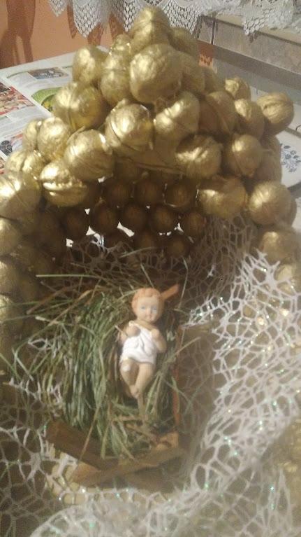 Grota Do Bożonarodzeniowej szopki...z orzechów:)
