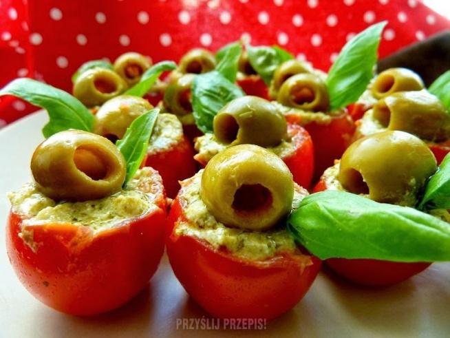 Pomidorki z ricottą i oliwkami. Przepis po kliknięciu w zdjęcie