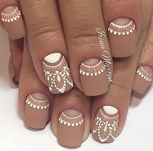 NAILS/NUDE/WHITE