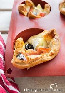 Przekąski sylwestrowe – ciasto francuskie z serem i szynką - Puff Pastry with Ham and Cheese