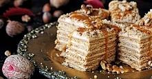 ciasto: 125 g masła około 350-450 g mąki pszennej 4 łyżki miodu 70 g cukru pudru ¾ łyżeczki sody oczyszczonej 1 łyżka octu 2 duże jajka krem: 2 budynie śmietankowe bez cukru po ...