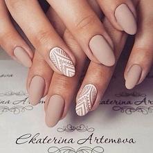 Eleganckie, delikatne paznokcie na każdą okazję.