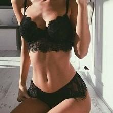 Macie jakieś sprawdzone ćwiczenia na ujędrnienie i podniesienie piersi? jakos na necie nie potrafie nic konkretnego wyłapać ;)