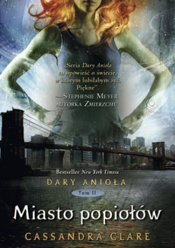 Clary Fray chciałaby, żeby jej życie znowu stało się normalne. Ale czy cokolwiek może takie być, skoro dziewczyna jest Nocnym Łowcą, zabijającym demony, jej matka została magicznie wprowadzona w stan śpiączki, a ona sama nagle zaczyna widzieć mieszkańców Podziemnego Świata – wilkołaki, wampiry, wróżki…