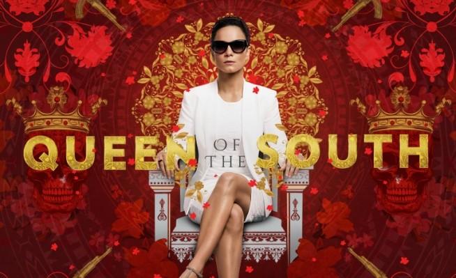 Queen of the South (2016)  Serial skupią się na losach Teresy Mendoza, której chłopak zostaje zamordowany w Meksyku. Dziewczyna musi uciekać do USA, gdzie spotyka znajomego, z którym postanawia zacząć prace w grupie handlarzy narkotyków. Teresa uczy się o podstaw pracy w przemycie narkotyków, bardzo zależy jej, aby w przyszłości zostać szefem kartelu.
