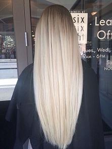 Byłam blondynką - podobały mi się czarne włosy. Jestem brunetką - tęsknie za blondem!
