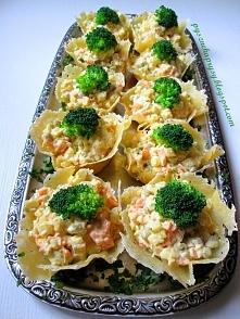 Sałatka jarzynowa w serowych miseczkach- przepis z bloga: Pyszne Kaprysy