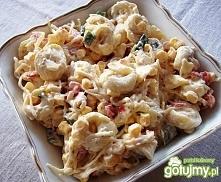 SAŁATKA Z PIEROŻKAMI TORTELLINI :) :) :) SKŁADNIKI: 1 słoik selera 1 słoik marynowanej papryki 10 dag sera żółtego 1 opakowanie pierożków tortilla o smaku grzybowym Śmietana 2 z...