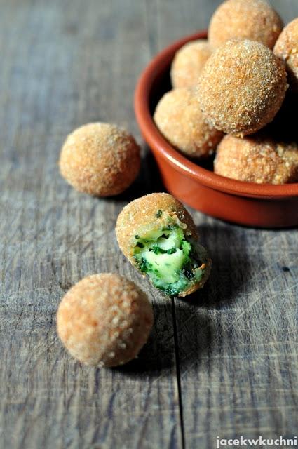 pyszne kulki serowe ze szpinakiem - błyskawiczny i prosty przepis po kliknięciu w zdjęcie