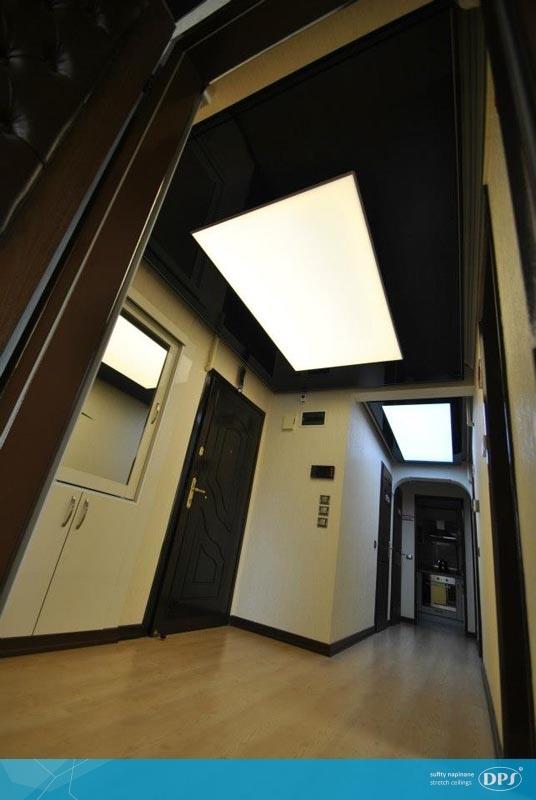 Wejście do domu oświetlone plafonami DPS lume - świetny pomysł i stylowe rozwiązanie. Pasuje idealnie do nowoczesnego wnętrza :)