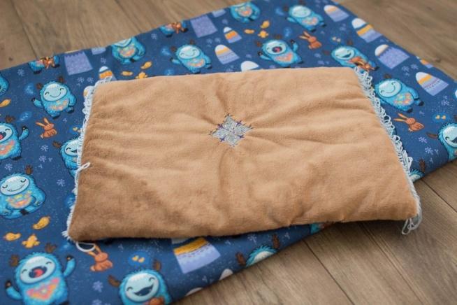 Kocyk i poduszka dla dziecka. Bawełna w yeti + kokosowy plusz minky z haftem. Zapraszam do sklepu i na fb Misio Zdzisio.