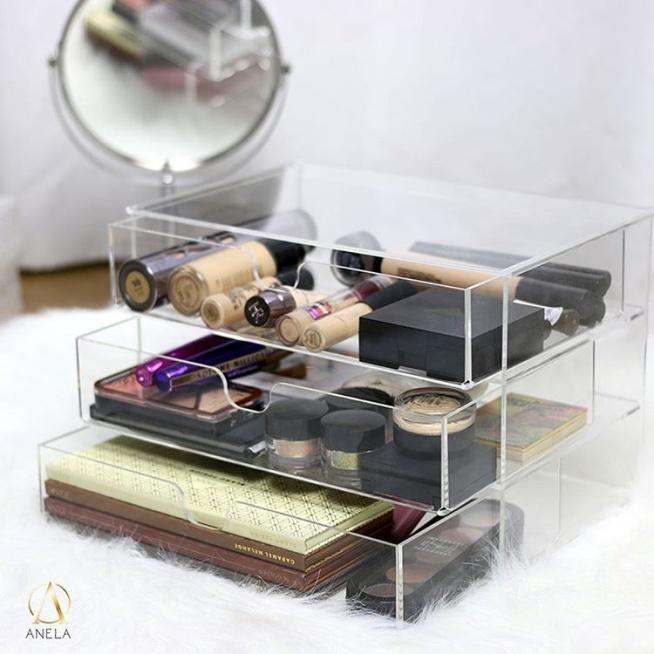 akrylowy organizer na kosmetyki <3 komoda z trzema szufladkami pomieści dużo kosmetyków.
