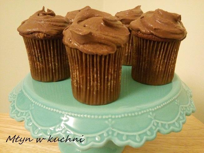 Babeczki bananowo-czekoladowe z kremem czekoladowym  Przepis po kliknięciu w zdjęcie.