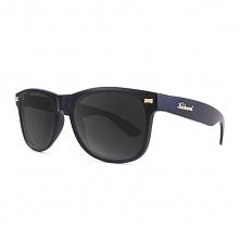 Matowe okulary z polaryzacją. Świetny design i najwyższa jakość szkieł. Nie ma lepszej ochrony dla Twoich oczu przed promieniami UV.