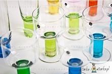 Komplet czterech kieliszków z dmuchanego szkła w kolorze niebiesko-zielonym.