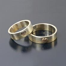 Obrączki z trzech kolorów złota, połączone sercem. Takie cuda robi tylko Andr...