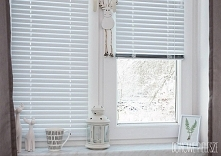 Żaluzje Aluminiowe białe MATOWE. Efekt? Piękne wykończenie wnętrza w skandynawksim stylu.  Nasze żaluzje znajdziesz na Allegro --->> użytkownik domowepielesze1