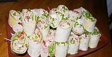 Mini tortille♥♥♥ Super pomysł na PRZEKĄSKĘ!!! WOW!!! Składniki: opakowanie tortilli(4 szt.) 20 dag sera żółtego w plastrach, 20 dag szynki konserwowej w plastrach, sałata masłow...