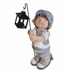 Chłopiec w czapce z latarni...