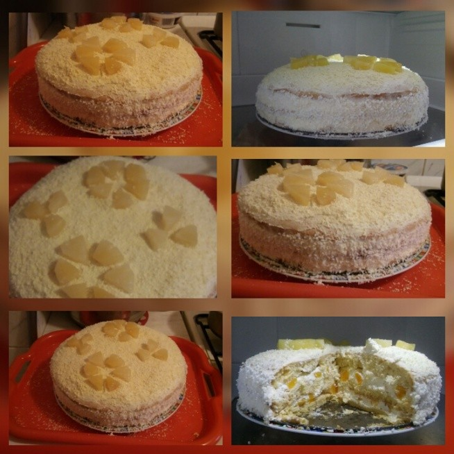 Tort biszkopt z bitą śmietaną i serkiem mascarpone z brzoskwiniami, nasączony syropem z brzoskwiń, wierzch bita śmietana posypana wiorkami z białej czekolady a po bokach wiorki kokosowe oraz na górze dekoracja z ananasa. :)