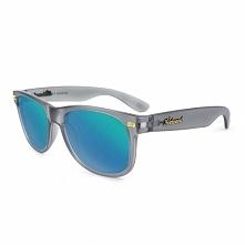 Okulary z polaryzacją z niebieskimi szkłami. Świetny design i najwyższa jakość szkieł. Nie ma lepszej ochrony dla Twoich oczu przed promieniami UV.