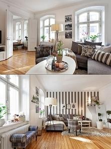 Jasny salon z szarościami + tapeta w paski. Można dodać do niego niebieskie dodatki w postaci poduszek, doniczek, czy też niebieskiego fotela.