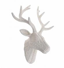 Głowa jelenia na ścianę w wełnianym sweterku /imitacja/. Przepiekna ozdoba z konglomeratu wykończona sweterkiem /wzór/. Stylowe poroże to nietuzinkowa figurka podkreślająca wyst...