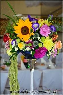 bukiet kwiatowy na wysokich kielichach, zastosowano mix kwiatów