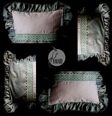 artystyczne poduszki dekoracyjne - poduszka ozdobna z falbanami i koronką