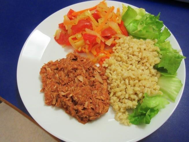 23.01 Obiad: Malo estetycznie ale pyszny tunczyk w sosie pomidorowym
