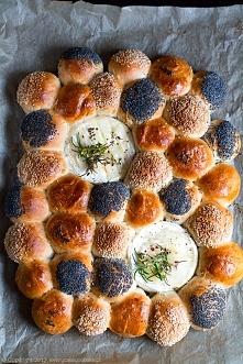Odrywane bułeczki z pieczonym camembertem - z bloga Every Cake You Bake