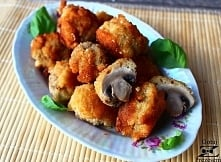 Chrupiące pieczarki w serowym cieście! Składniki na chrupiące pieczarki w serowym cieście:  500 g pieczarek 3 jajka 3 czubate łyżki mąki pszennej pieprz, sól łyżeczka bazylii lu...
