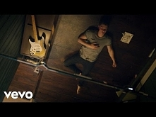 Shawn Mendes - Treat You Better  Shawn w swoim hicie, chyba ten spodobał mi s...