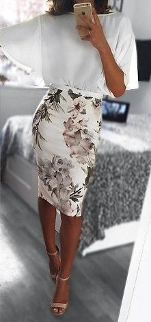 spódnica ołówkowa w kwiaty