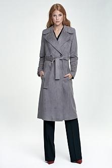 Długi elegancki płaszcz Doskonale skomponuje się z sukienką jak również ze spodniami.  Szpilki będą idealnym dopełnieniem całego outfitu.  Płaszcz na podszewce Posiada pasek pod...