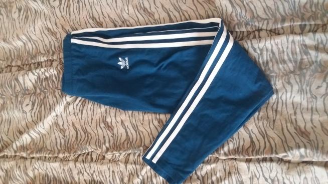 Witam. Sprzedam raz używane legginsy marki Adidas, rozmiar S. Kupiłam je za 150zł, sprzedam za 50. Okazały się dla mnie po prostu za duże. Kupowane w oryginalnym sklepie.