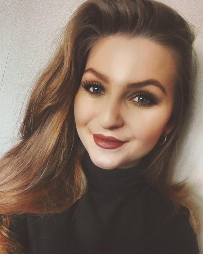 makijaż wykonany w wolnej chwili, testowałam nowe kosmetyki i akcesorie. kolor włosów naturalny :)