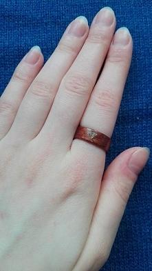 pierścionek z drewna